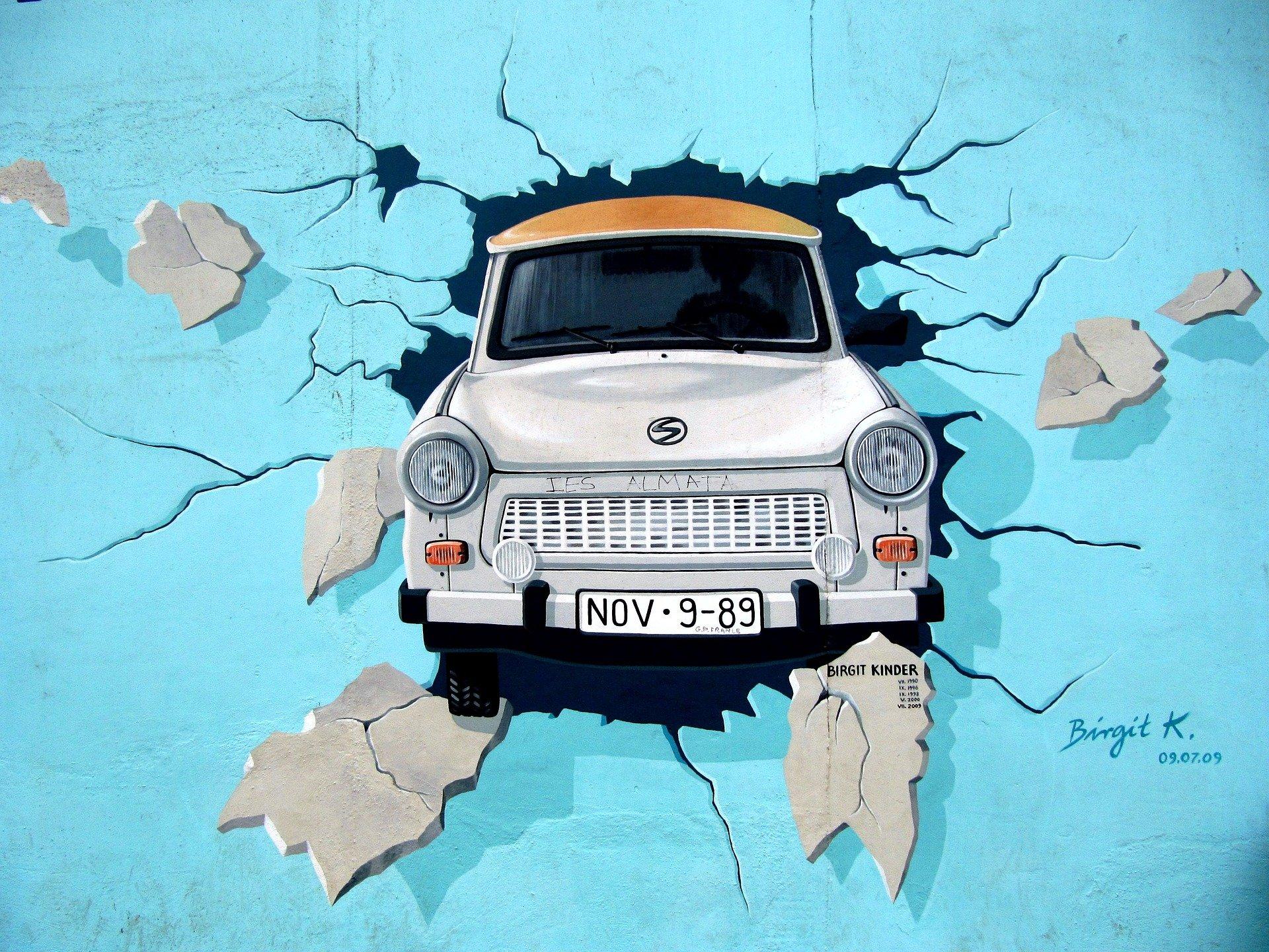 mur berliński, samochód, graffiti